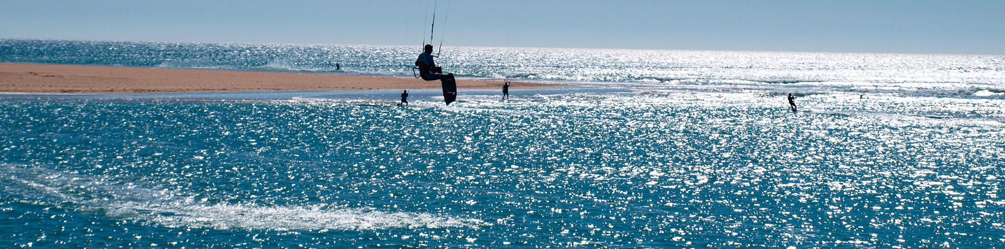 Salto kitesurfing en el río Salado - Conil